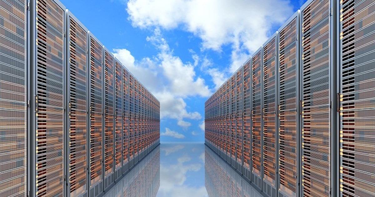 Edge computing, cloud data centers drive decentralized IT